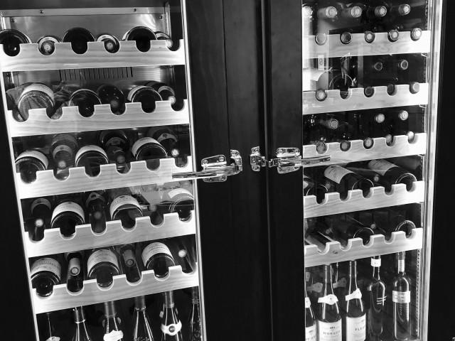Café de la Paix 8 Août 2018: nouvelle cave à vins pour vous servir le vin à bonne température...