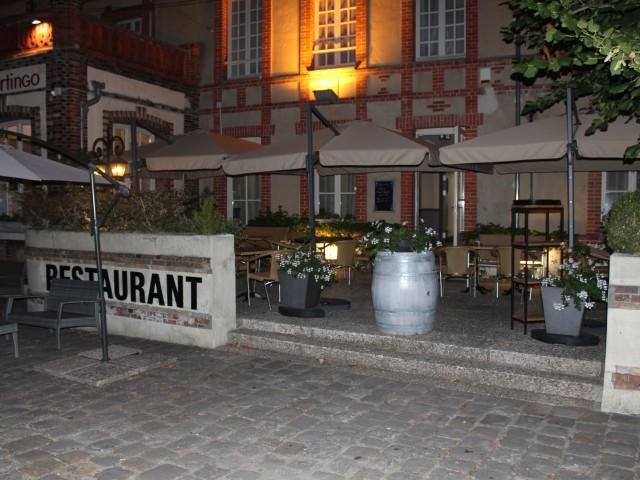 Café de la Paix façade éclairée, nuit